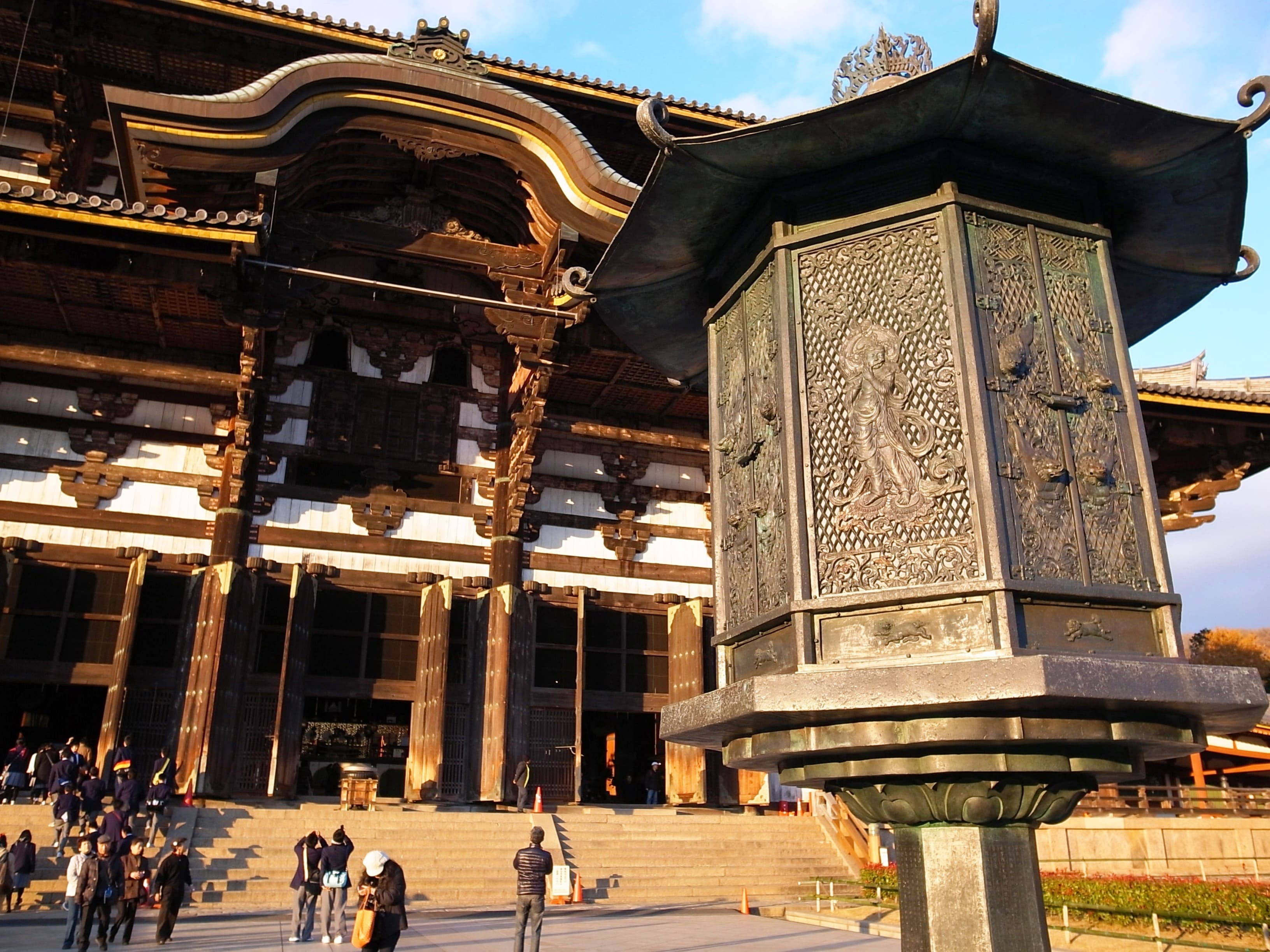 japanese art infused into the temple of todaiji Japanese architecture & temple structure leon z lee 8/13/2003 the todaiji great eastern temple is one of japan's most famous and historically significant temples and landmark of nara it.